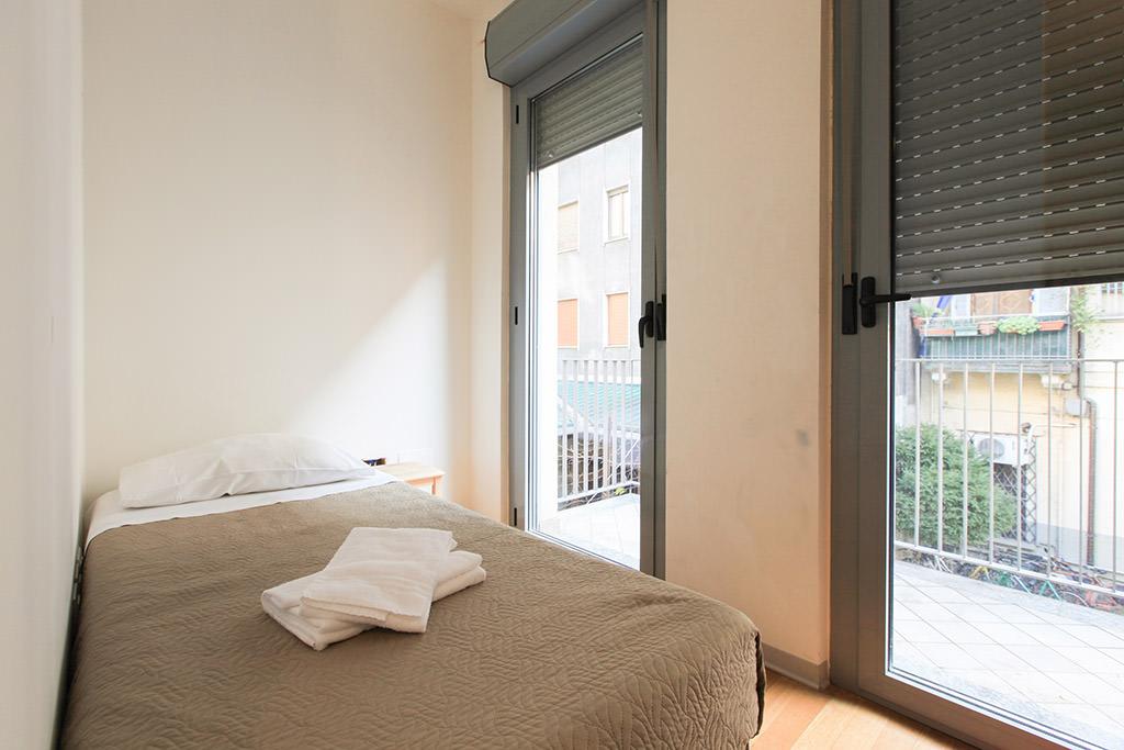 Camera doppia con letti singoli in villa - Red Line ...